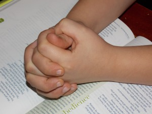 child-praying-hands-1510773_1920