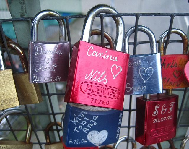 love-locks-1161675_640